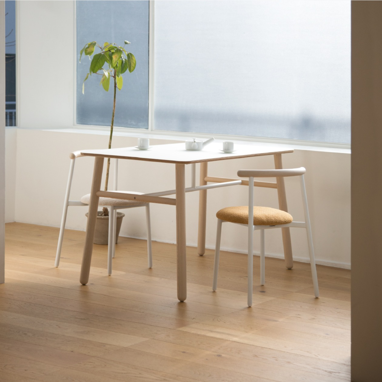 POLE TABLE / 1250X730