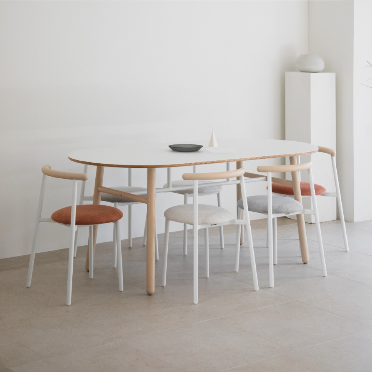 POLE TABLE / 1850X880